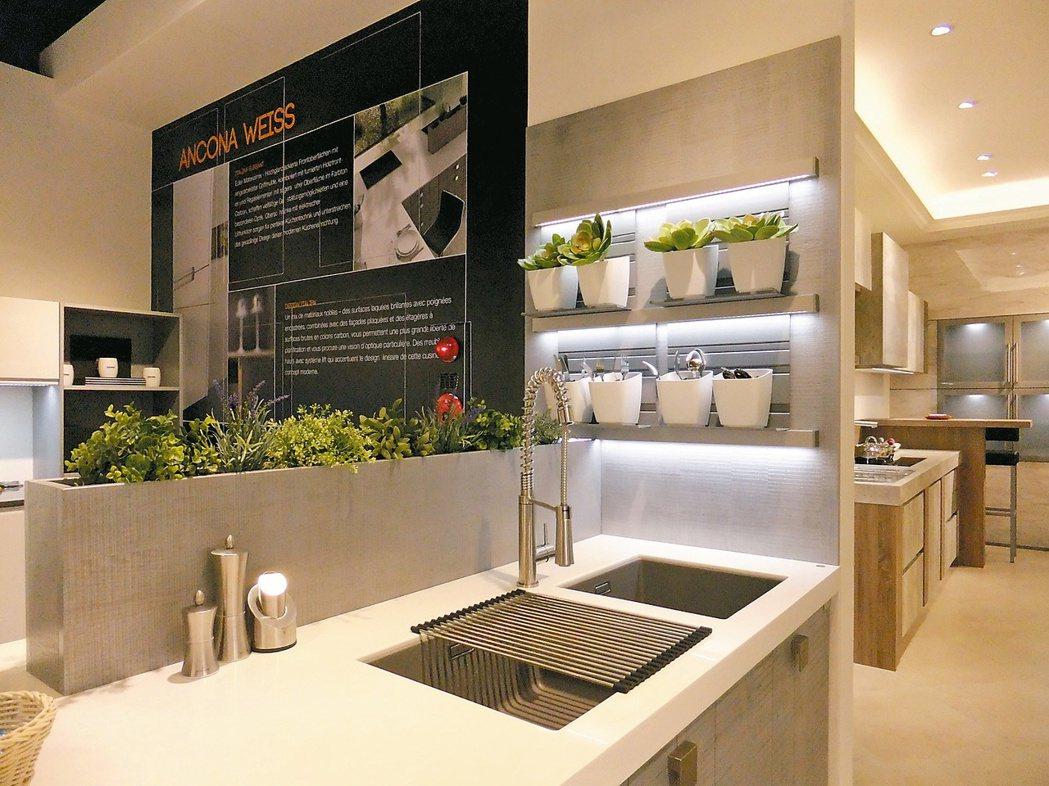 廚具結合植裁,成為居家設計亮點。 記者游智文/攝影