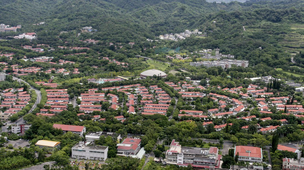 中興新村因省府虛級化,被迫結束近一甲子時代任務,這座花園城市日漸凋零,還看不到未...