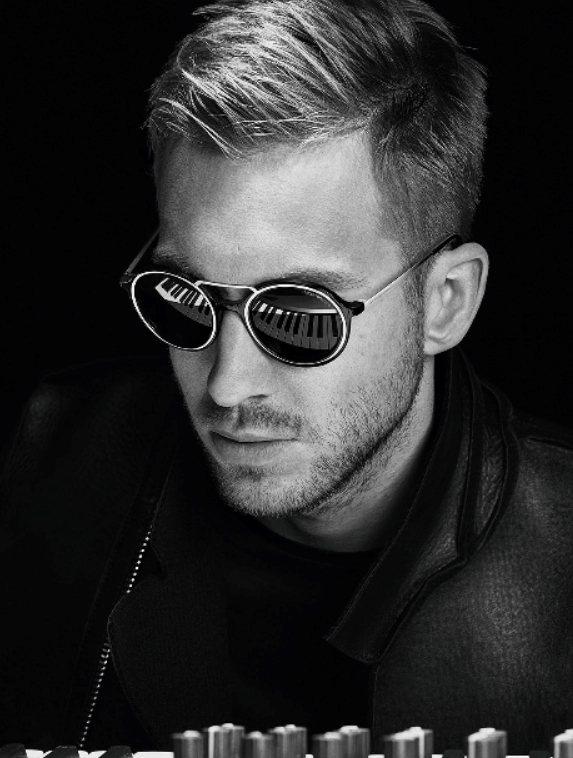 凱文哈里斯EMPORIO ARMANI眼鏡系列代言,結合音樂元素。圖/EMPOR...