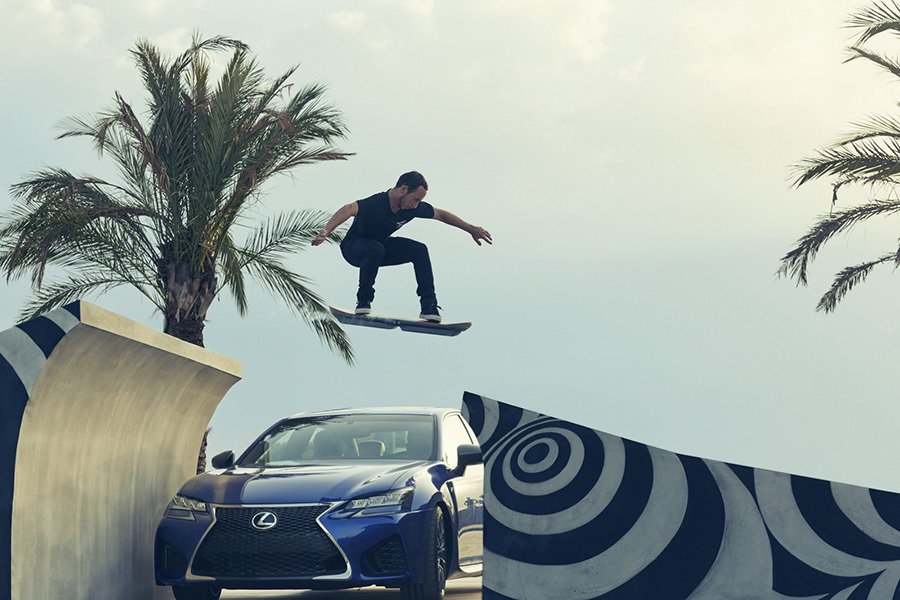 Hoverboard漂浮滑板特技演出。 Lexus提供