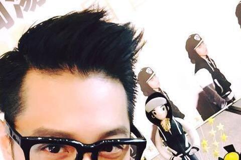 歌手周湯豪(Nick)為歌手比莉之子,外型俊美,才華洋溢,出道以來桃花從不止息,和天后蕭亞軒、Linda和楊謹華等姐姐系女星傳過緋聞,日前剛過27歲的周湯豪,在接受雜誌專訪時曾表示,如果遇到真命天女...