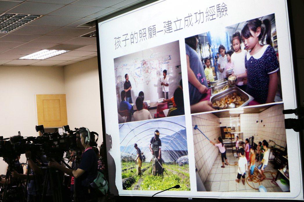 台東縣「孩子的書屋」創辦人陳俊朗受邀至陀國民黨中常會專題演講。 記者曾學仁/攝影