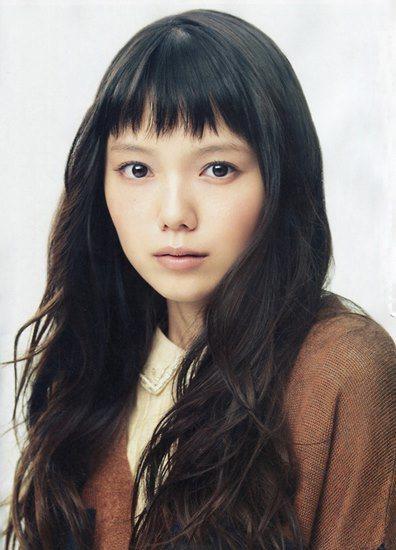 日本現在流行的是像宮崎葵一般的「薄粗眉」。圖/摘自搜狐娛樂