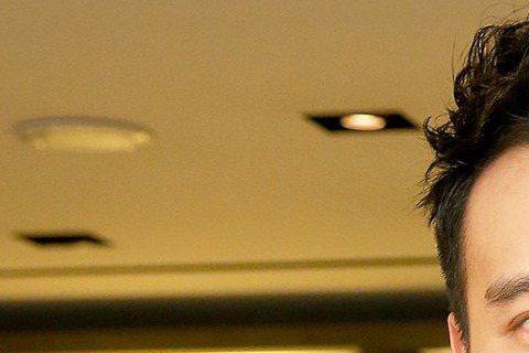 王陽明6日出席品牌活動,透露與蔡詩芸的婚期及結婚地點已經確定,卻仍賣關子,說要讓老婆來宣布,把版面、話題留給她。兩人婚前情史都很精采,是否會邀前任出席?王陽明直接否認,「都是過去的事情,沒必要再把這...