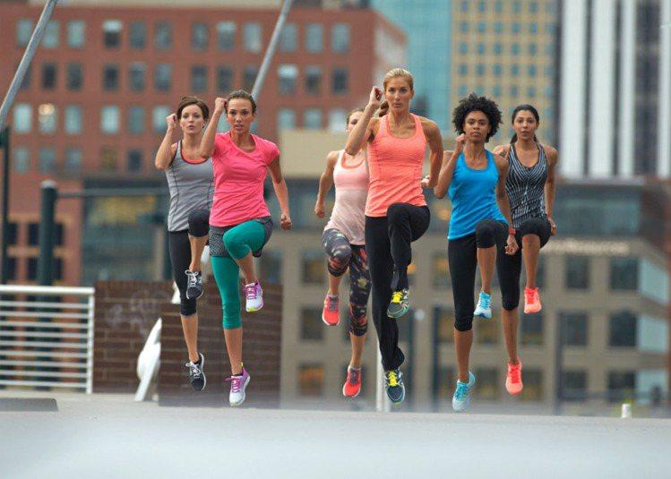 New Balance推出WX822WX811女性多功能訓練系列鞋,讓女孩們炎炎...