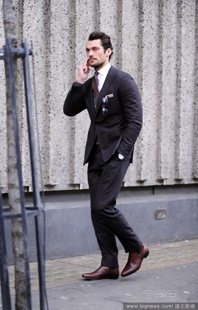擁有一雙有質感的皮鞋對男士來說太重要了!就算你再怎麼懶,只要搭上雙好鞋,整體造型...