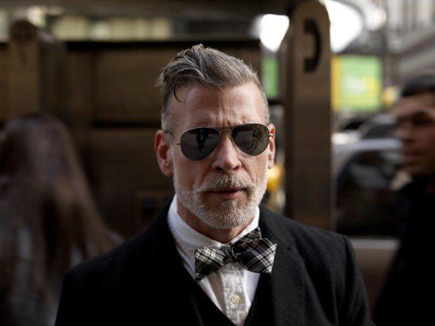 墨鏡對老爸來說應該是很實用的單品,選一副飛行員墨鏡讓老爸耍耍帥吧。圖/擷取自me...
