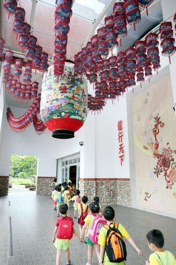 台北客家文化園區,平時常見幼兒園 小朋友造訪衝人氣。 記者侯永全/攝影