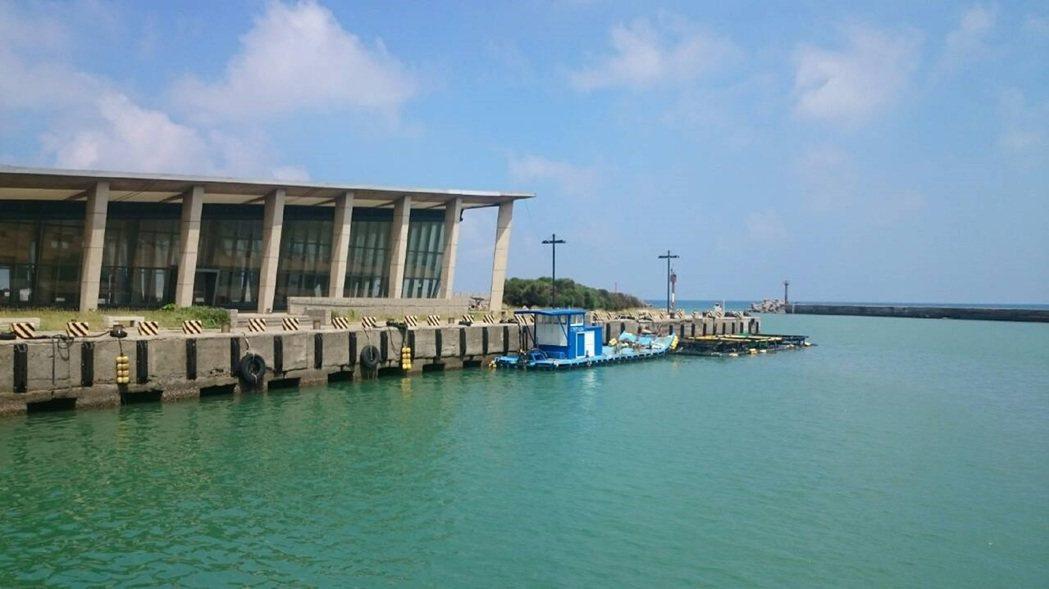 車城海口港曾經勾勒海上藍色公路的美夢。 記者潘欣中/攝影