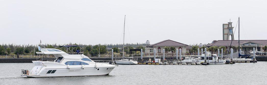 嘉義布袋遊艇港使用率低,大部分布袋居民甚至不知道碼頭有個遊艇港。  記者黃士航...