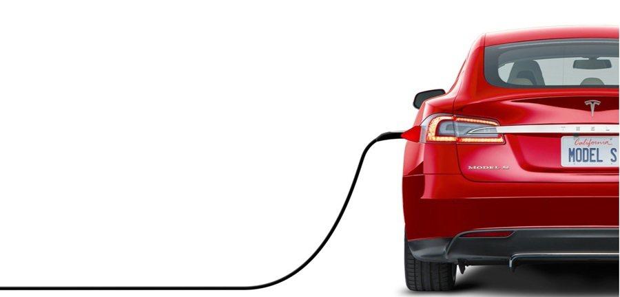 Tesla充電技術再推新貨,近日官網宣告推出一種造型像蛇的金屬充電器,會自動靠近...