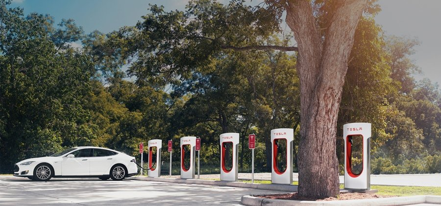 Tesla提供全球買家兩種充電系統,圖中所示是號稱全世界充電最快的Superch...