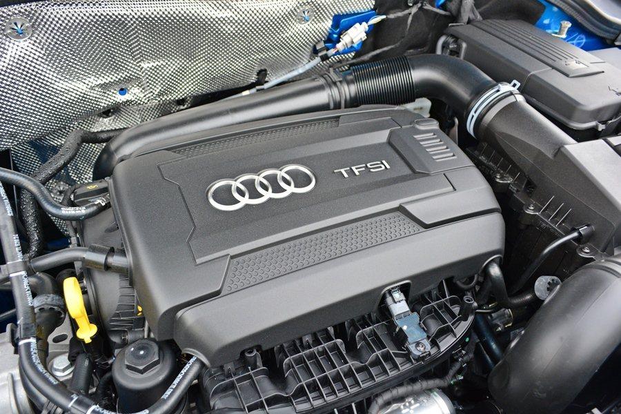 我們試的Q3 35 TFSI車型,搭載2.0升直列四缸渦輪增壓引擎,這顆引擎經過...