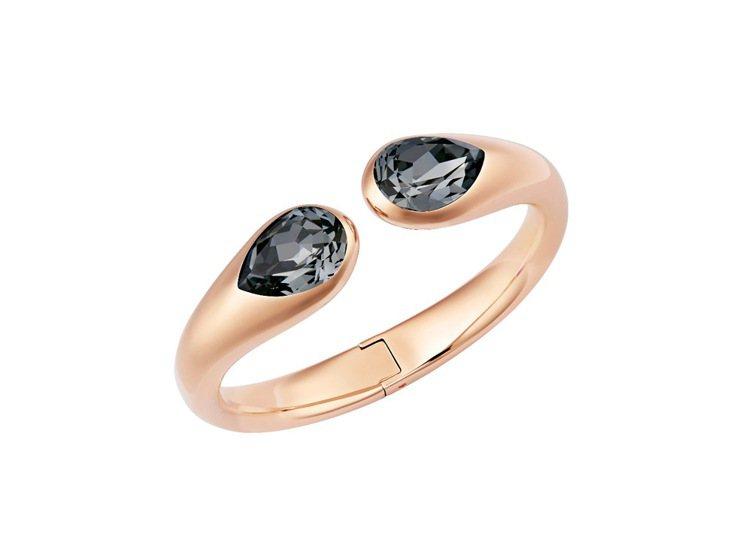 Drop手環,黑灰色水滴形水晶與玫瑰金色,展現個性女人味,7,990元。圖/施華...