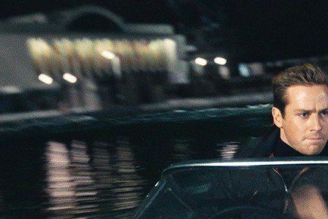 根據影集「打擊魔鬼」改編的電影「紳士密令」,在名導蓋瑞奇號召下,「超人」亨利卡維爾與「獨行俠」艾米漢默成為任務拍檔,雖然分別來自美國CIA與蘇聯KGB,但卻得攜手合作。拍片過程中,兩位帥哥既對立、又...