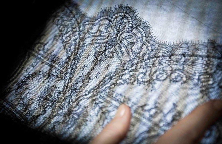 奇跡蕾絲是失傳已久的工藝,源於法國加萊(Calais)的工匠。圖/La Perl...