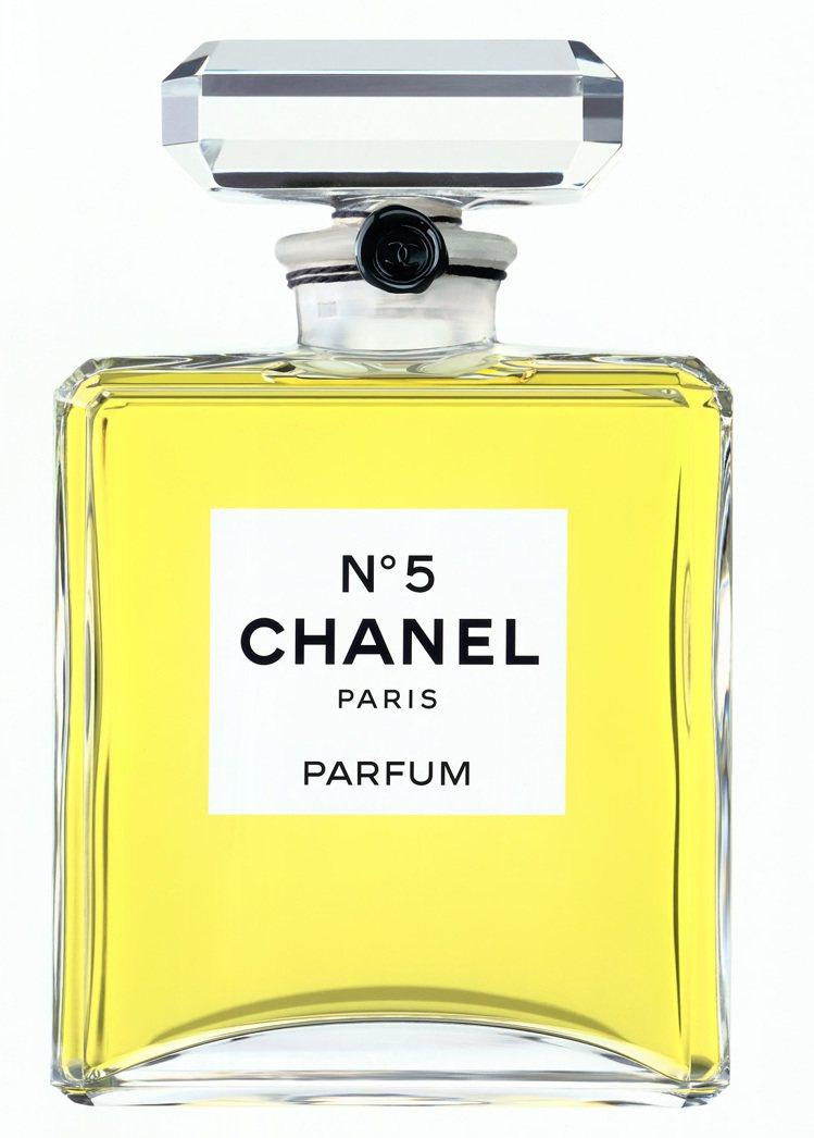 「5」是香奈兒女士的數字,以「NO.5」命名的香水,果然為她帶來名聲和財富。圖/...