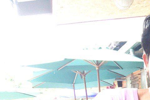 陳怡嘉11日過30歲生日,最近忙軋兩部戲,其中台視「700歲旅程」劇組特地安排惡整她的橋段,導演鄧安寧先是神情凝重跟大家宣布,表示要把男主角Darren換掉,Darren也配合演出,讓陳怡嘉一臉錯愕...