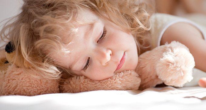 新手爸媽最苦惱的就是孩子睡眠時間不固定或是難以睡過夜的問題。 圖/ingimag...