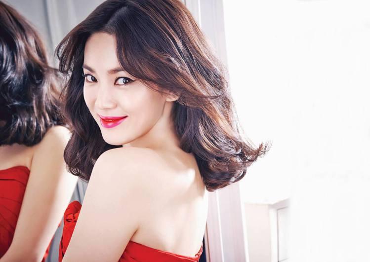 韓國女人非常重視唇彩,也非常在意唇部是否乾燥脫皮?護唇膏效果持不持久。圖/擷自L...