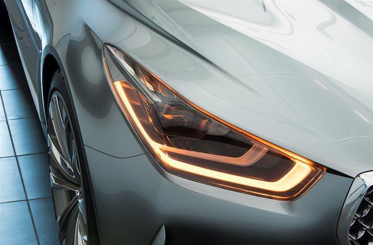 LED頭燈則結合有前後層次的導光條日行燈。 圖/Hyundai提供