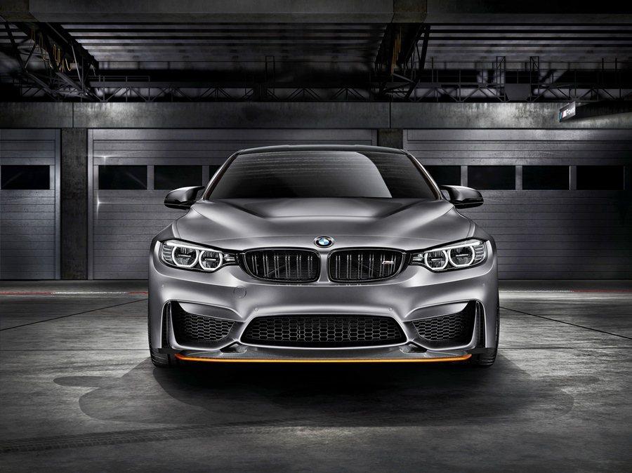 另外為了輕量化,工程師也採用CFRP強化碳纖維複合材料打造引擎蓋,以輕車重並降低...