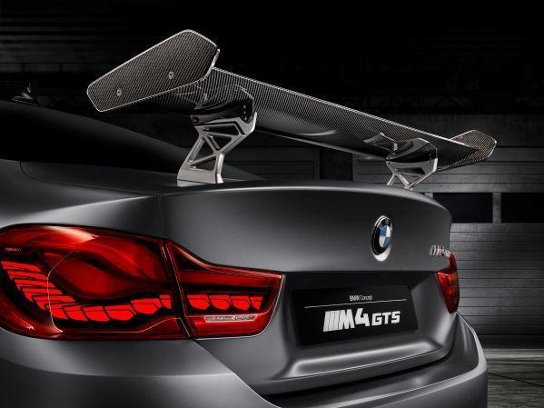 車尾有水平尾翼,採手動調整且以碳纖維材質打造。 圖/BMW提供