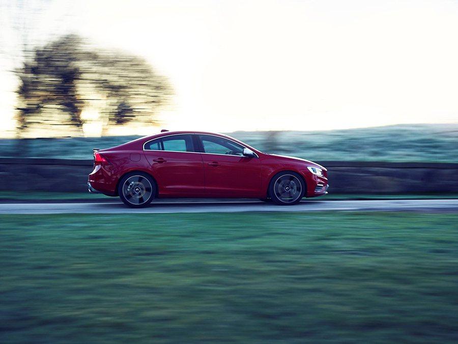 Volvo S60 T6 R-Design搭載 Geartronic 8 速手自...
