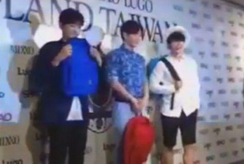 近距離來了, Super Junior的東海、利特與銀赫好帥氣,噓編近距離看都覺得超害羞,好想要背包啦,或是被他們背~羞了!!#噓編直擊 近距離來了, Super Junior的東海、利特與銀赫好帥...