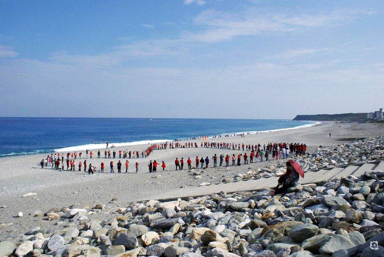 2011年1月,財團欲在七星潭興建大型渡假村,當時搶救七星潭聯盟發起用愛守護七星...