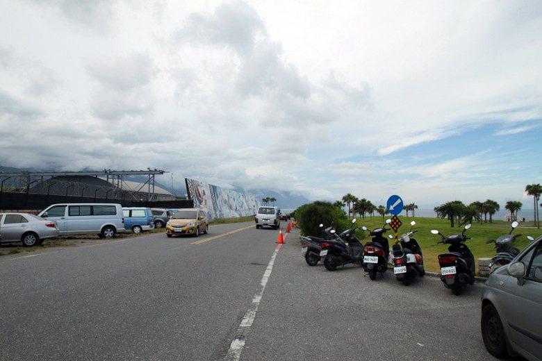 停車問題是七星潭地區小型車在尖峰時期最大的交通狀況。  圖/作者提供