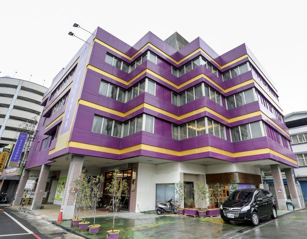 南投埔里車站西站預期功能未發揮,去年「滅蚊」成功轉型旅館,每年還為鎮庫帶入兩百六...