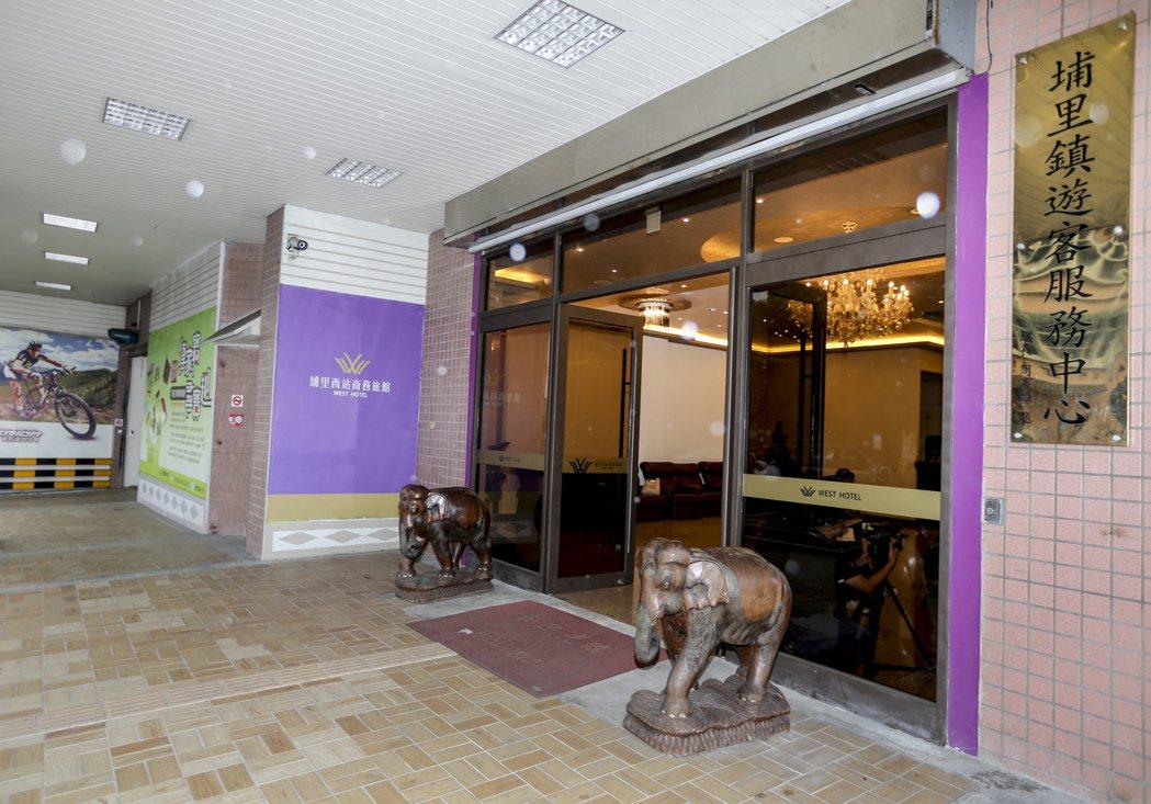 埔里西站在地方人士的運作下,轉型變成埔里西站商務旅館,同時也是埔里鎮遊客服務中心...