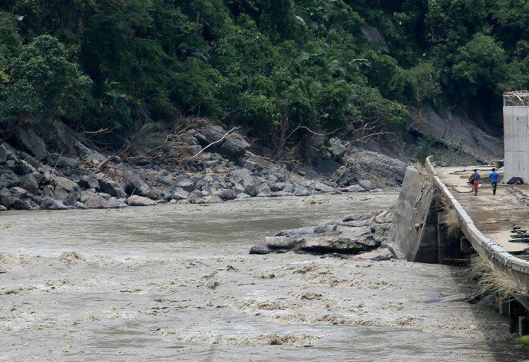 南勢溪在颱風後嚴重受創。 圖/聯合報系資料照片
