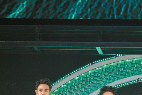 韓團SHINee今年3月來台參加所屬經紀公司的演唱會「SMTOWN」,16日在新莊體育館舉辦第4次個唱,算是出道以來第15次來台,堪稱是最愛訪台的外國團體,不過團員似乎記性不太好,鐘鉉開場說:「我們...