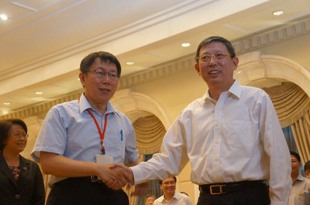 上?市长杨雄(右)。图/联合报系资料照