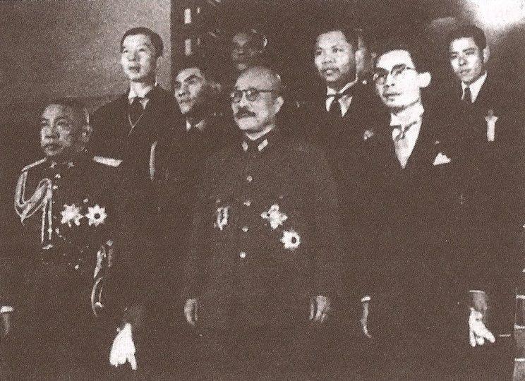 二戰期間,泰國政府與日本合作密切;圖為泰國前總理披耶帕鳳1942年作為特使與東條...