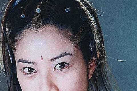 徐懷鈺出道兩年後,開始跨到戲劇界演出第一部電視劇「天地傳說之魚美人」,這是她首次古裝扮相,而且還正式成為雙棲天后,不過聽說她當時第一次到大陸拍戲還水土不服,整個人瘦了一圈。