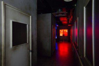 鬼月應景,東京恐怖病院以廢棄日式醫院搭配穿越劇情,9/13前於科教館展出。 圖/...