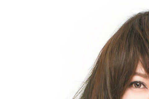 歌手戴愛玲最想推薦由凱特溫絲蕾主演的電影「美人情園」,因為她認為這是一部發人省思的女性電影。戴愛玲這麼說:「其實以前我對描述古裝或史詩電影興趣不大,這部戲剛好搭了我的新歌『一無所懼』,一如歌曲意境,...