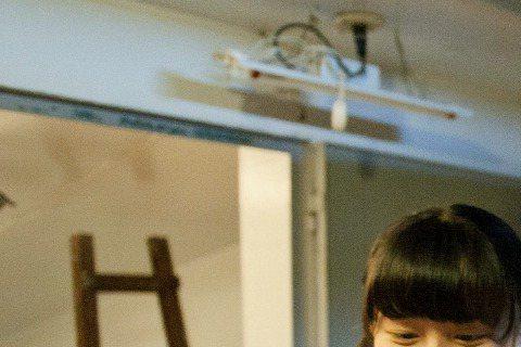 庹宗華大女兒庹詠綺遺傳爸爸演戲基因,最近父女同台演出公視人生劇展「加蓋春光」,劇中也是感情好的父女。17日是女兒11歲生日,庹宗華親手做生日卡片給女兒,在劇組端出蛋糕慶生,讓女兒又驚又喜,他說最近太...