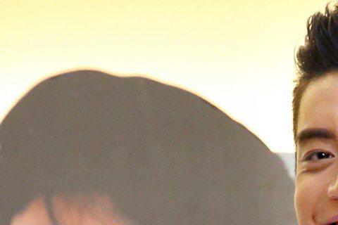 「我的少女時代」男女演員王大陸、宋芸樺出席宣傳活動,在影城陪粉絲共度情人節。
