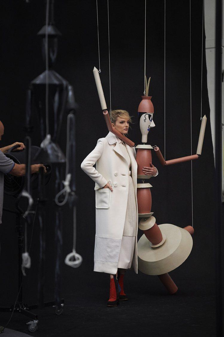 FENDI 2015-16 秋冬女裝系列的部分靈感來自於藝術家Sophie Ta...