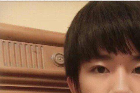 昨(20日)有網友在微博爆料,TFBOYS成員易烊千璽錄取湖南長沙的重點中學,網友還稱他是很會讀書的「學霸」!這則消息一流出後,有粉絲還稱易烊千璽是「低調謙遜的少年」;不過也有粉絲不捨地說「在北京好...