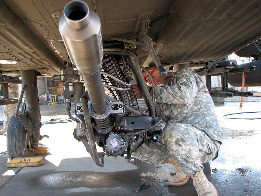 飛行員看到哪裡,機關炮就瞄到哪裡。 摘自militaryfactory.com