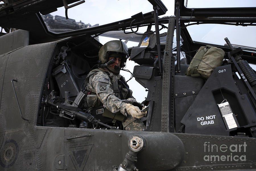 訓練一位從零開始的阿帕契飛行員,英國軍方必須花費約300萬英鎊的經費 摘自fin...