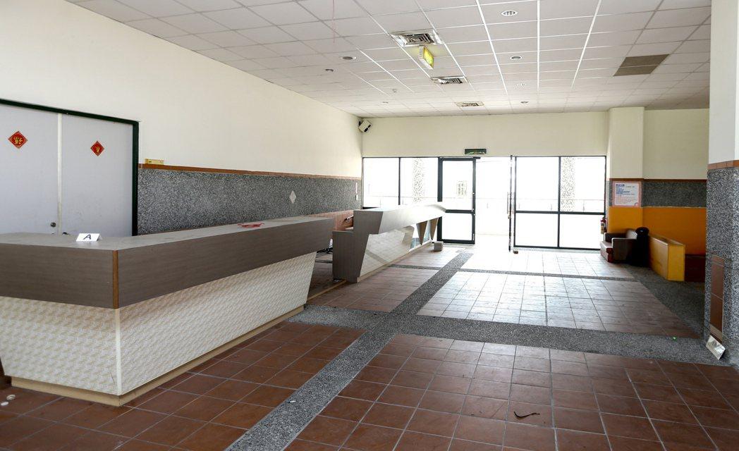 館內有一處商業空間可做為咖啡店營業用,但客源不穩定,導致招商情況不理想。 記者黃...