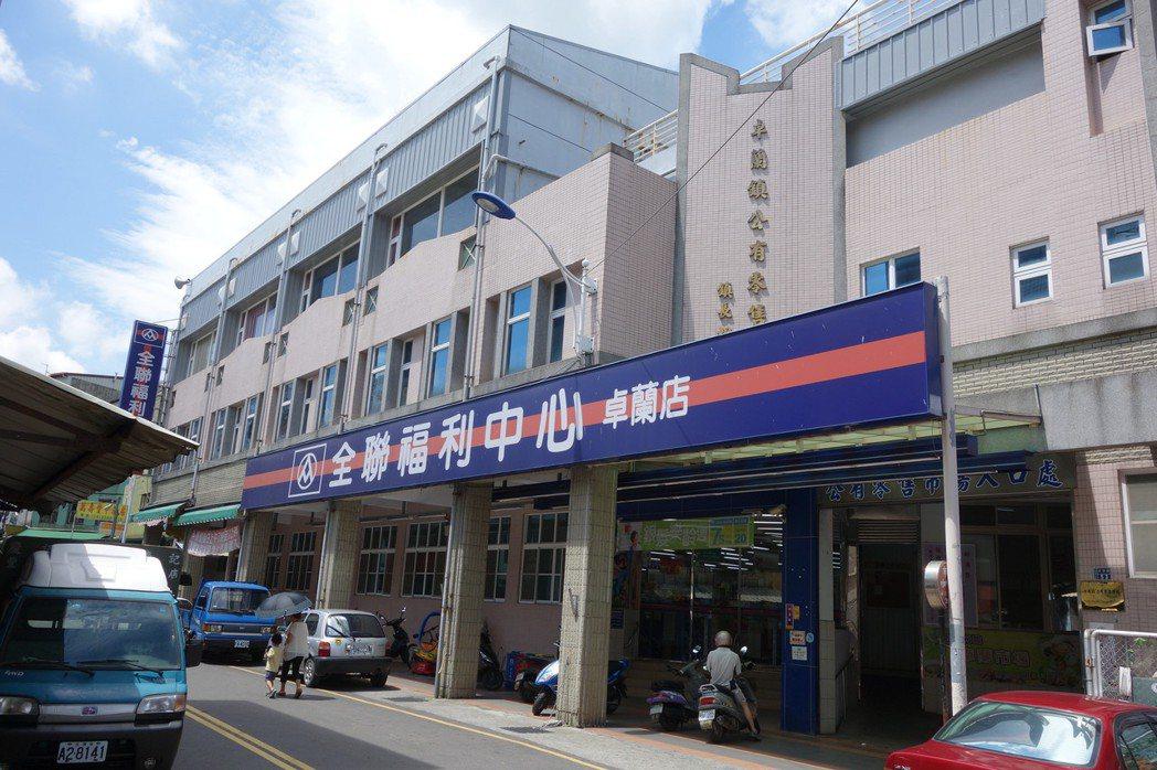 卓蘭鎮公有零售市場六年前因全聯社進駐,帶動當地商機。 記者郭政芬/攝影