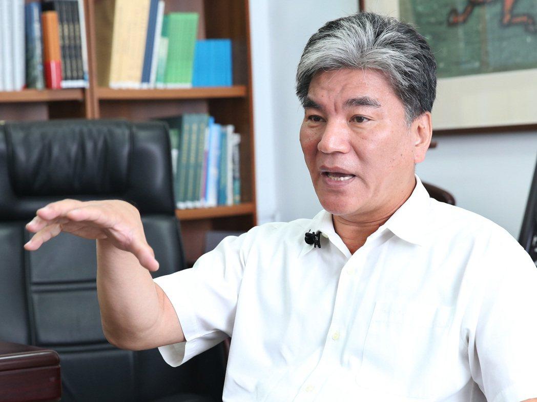 內政部前部長李鴻源悲觀認為台灣的蚊子館只會增加而不會減少,這牽涉到國家政策藍圖的...