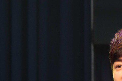 林昕陽為了第3張專輯「其實我… 」下重本,加上22日的音樂會,估計燒了1500萬元,接下來,要靠著好友范冰冰和李晨的牽線,上「陸」賺回來。還債計畫包括開學後多跑校園演唱會、去大陸拍電影及戲劇,而後者...